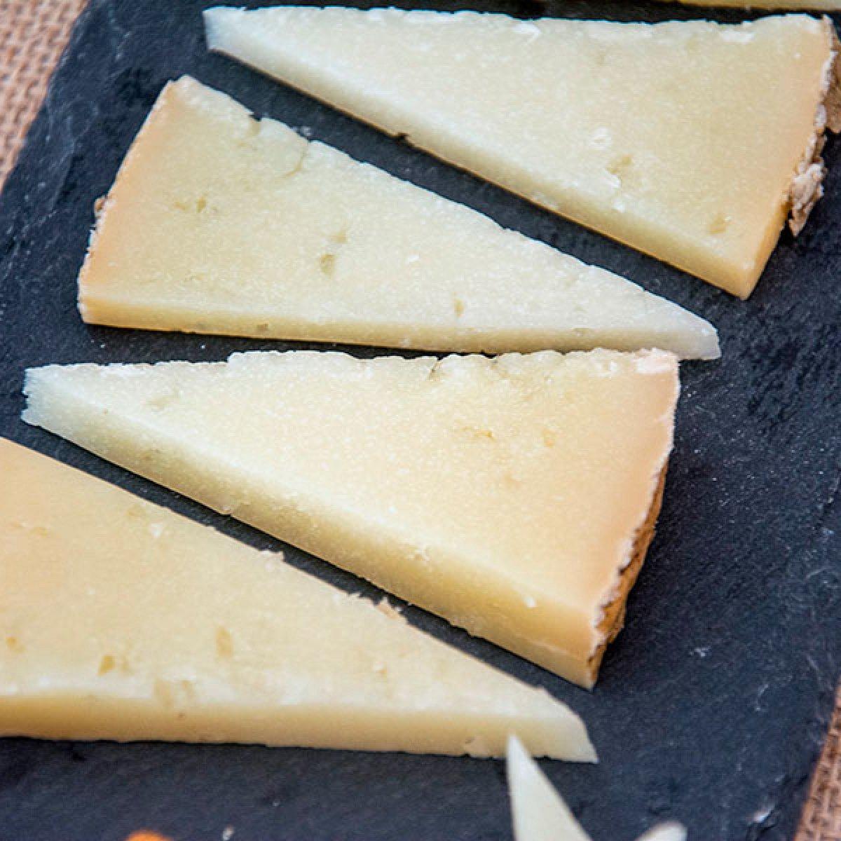 Cuña de queso de oveja curado