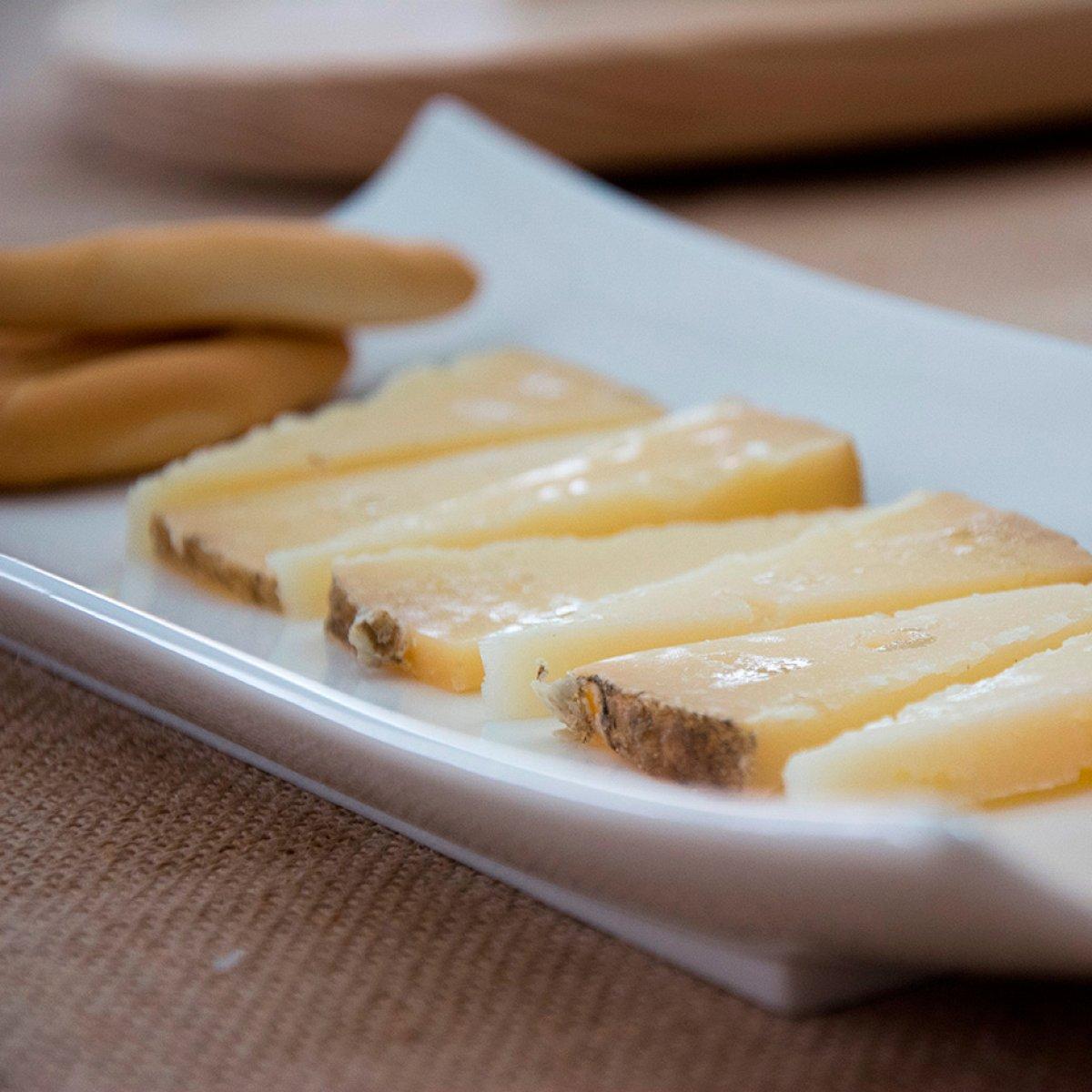 Cuña de queso de oveja curado zamorano