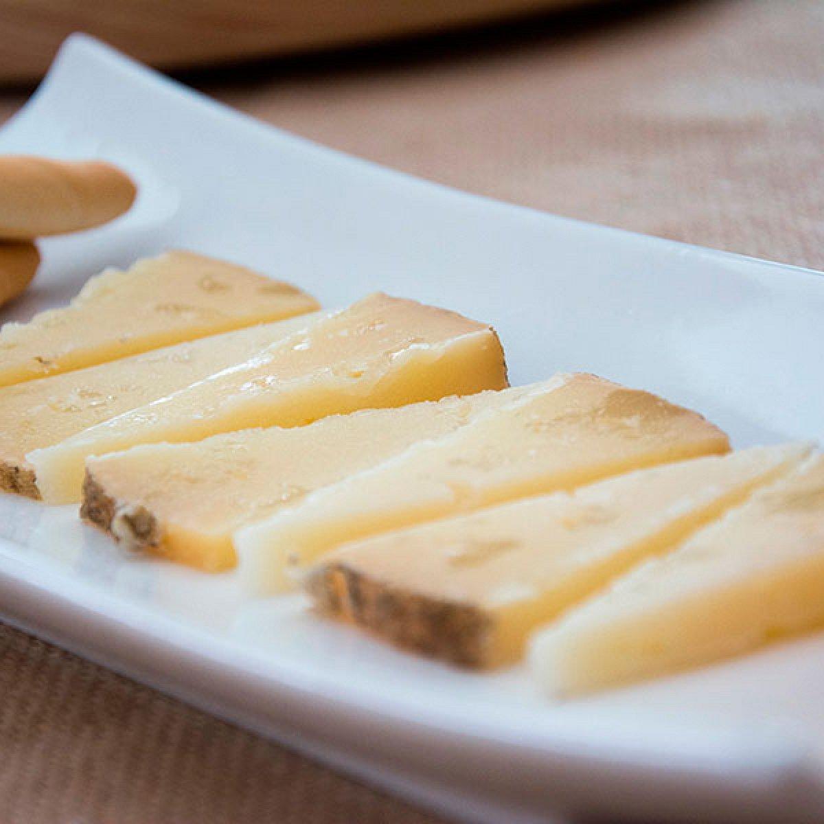 Cuña de queso de oveja semicurado Hinojosa